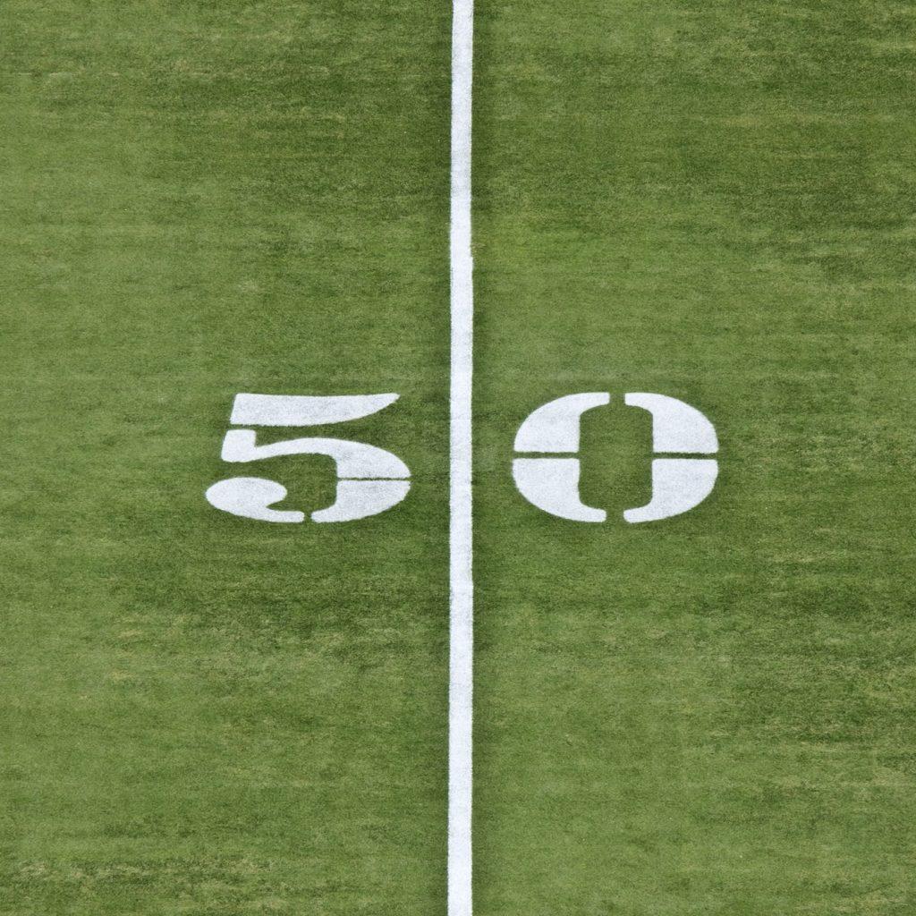 >50=0.-50 Yard Line. Más de 50 igual a cero